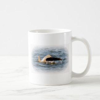 Cola del delfín taza