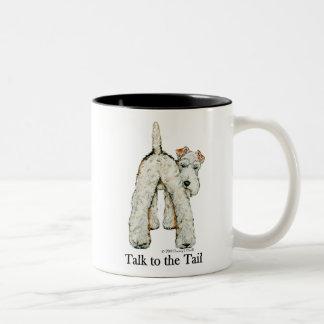Cola del fox terrier del alambre tazas