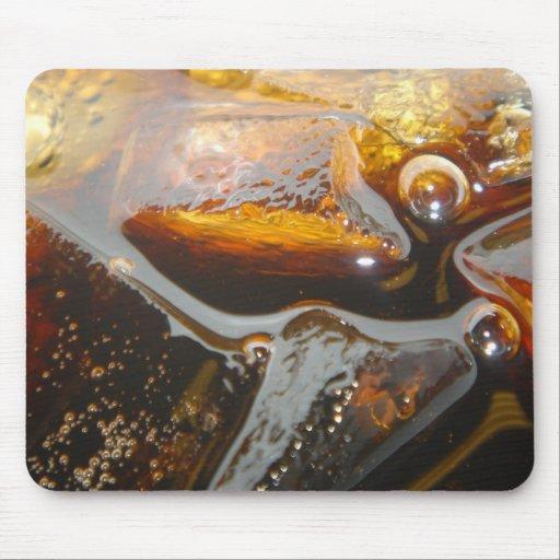 Cola en el hielo alfombrillas de ratón