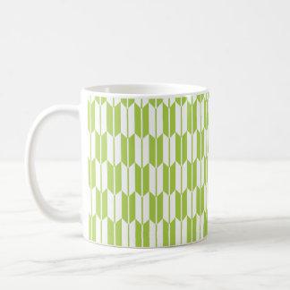Colas de la flecha de la verde lima y del blanco taza básica blanca