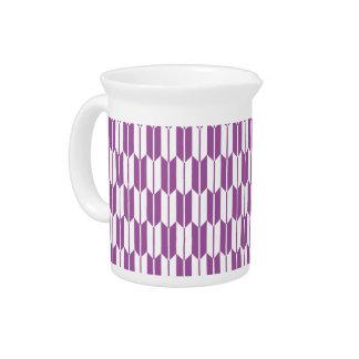 Colas púrpuras y blancas de la flecha jarra de beber