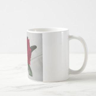 Colección de la flora del rosa rojo taza básica blanca