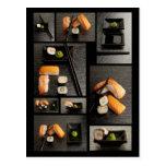 Colección del sushi en fondo negro tarjetas postales
