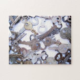 Colección hermosa de viejas llaves maestras del puzzles con fotos