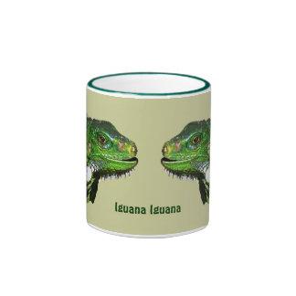 Colección verde de la iguana taza