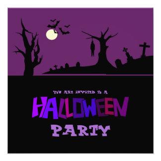 Colgado en la invitación del fiesta de Halloween d