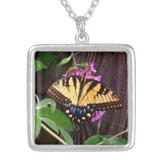 Colgante Amarillo-Azul del cuadrado de la mariposa