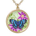 Colgante azul tropical de la mariposa