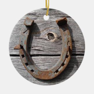 Colgante colgante de herradura oxidado rural de Na Ornatos