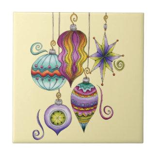 Colgante colorido hermoso de los ornamentos del na tejas