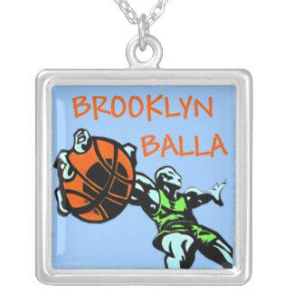 Colgante de la plata del baloncesto de Brooklyn