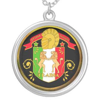 Colgante del escudo de la familia de Traina