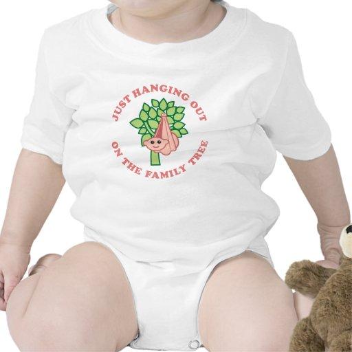 Colgante hacia fuera en árbol de familia trajes de bebé