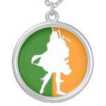 Colgante irlandés del jugador de la gaita