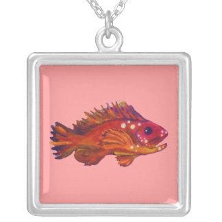 Colgante rojo de los pescados