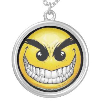 Colgante sonriente malvado de la cara