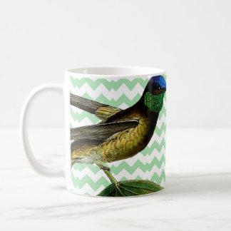 Colibrí botánico y chevron verde suave taza