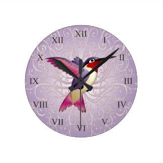 Colibrí rosado reloj redondo mediano