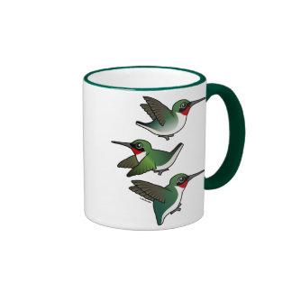 Colibrí Rubí-throated que vuela Taza De Dos Colores