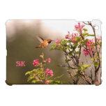 Colibrí y flores con el monograma iPad mini protectores
