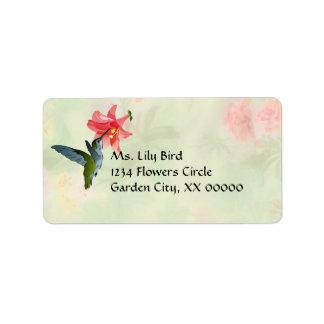 Colibrí y lirio rosado en estampado de flores etiqueta de dirección