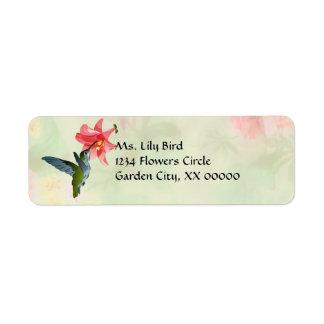 Colibrí y lirio rosado en estampado de flores etiqueta de remitente