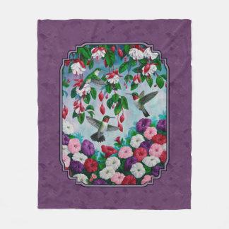 Colibríes y flores púrpuras manta de forro polar