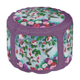 Colibríes y flores púrpuras puf redondo