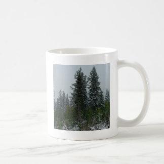 Colina de la conífera de Snowey del árbol Taza