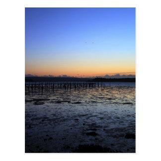 Colina de la tarde de la puesta del sol postales