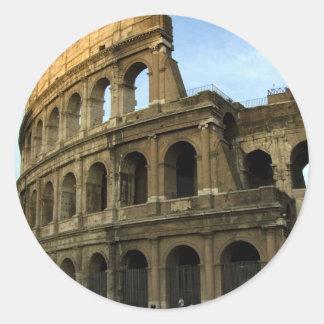 Coliseo en la puesta del sol pegatina redonda