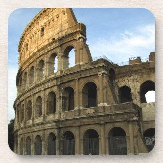 Coliseo en la puesta del sol posavasos de bebida