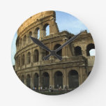 Coliseo en la puesta del sol relojes