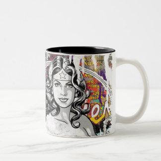 Collage 6 de la Mujer Maravilla Taza De Café De Dos Colores