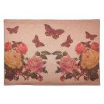 Collage bonito de los rosas y de las mariposas del manteles individuales