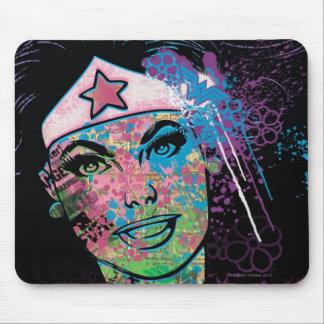 Collage colorido de la Mujer Maravilla Mouse Pad