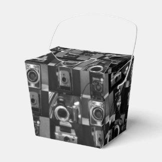 Collage de la cámara en caja para llevar del favor cajas para detalles de boda