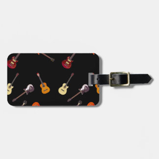 Collage de la guitarra acústica eléctrica y etiquetas maletas