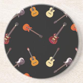 Collage de la guitarra acústica eléctrica y posavasos diseño