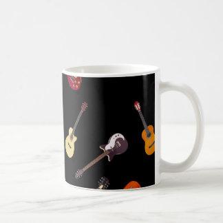 Collage de la guitarra acústica eléctrica y tazas de café
