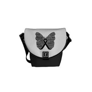 Collage de la mariposa del melanoma de palabras bolsas de mensajeria