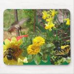Collage de la naturaleza en vuelo tapete de ratón