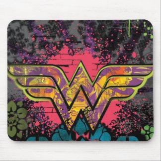 Collage de la pared de ladrillo de la Mujer Maravi Alfombrillas De Ratones