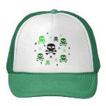 Collage de los cráneos del dibujo animado - verde gorras de camionero