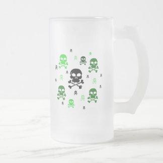 Collage de los cráneos del dibujo animado - verde taza de cristal