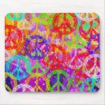 Collage de los signos de la paz tapete de ratones