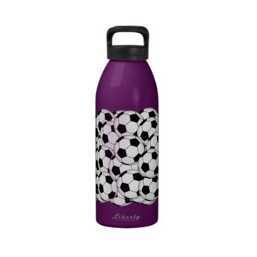 Collage del balón de fútbol botella de agua