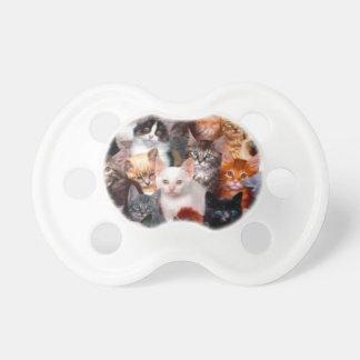 Collage del gato chupete de bebe