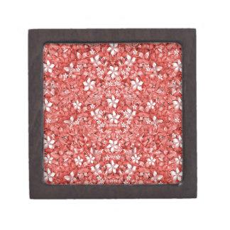 Collage del modelo de flores en coral que un caja de joyas de calidad