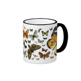 Collage europeo de la mariposa taza de dos colores